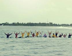 групповое фото с лайнапа Мальдив