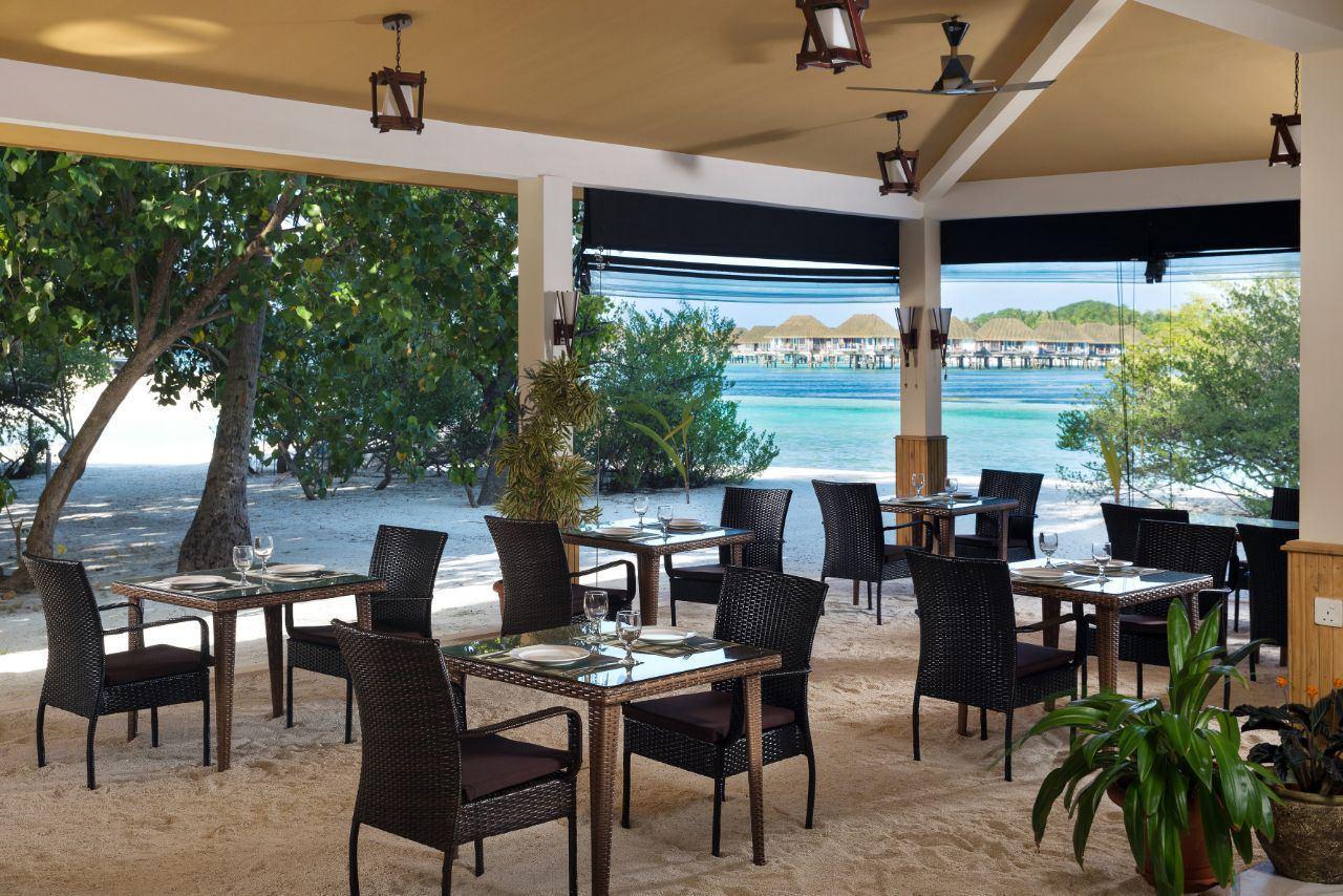 Ресторан с видом на лагуну