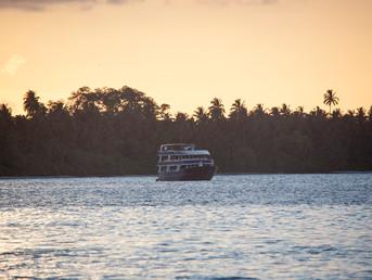 Команда нашей серф-яхты на Мальдивах