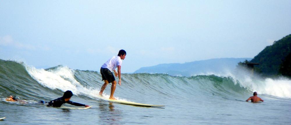 На Сиаргао можно учиться серфингу с нуля