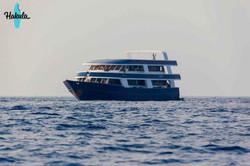 наша серф яхта на Мальдивах