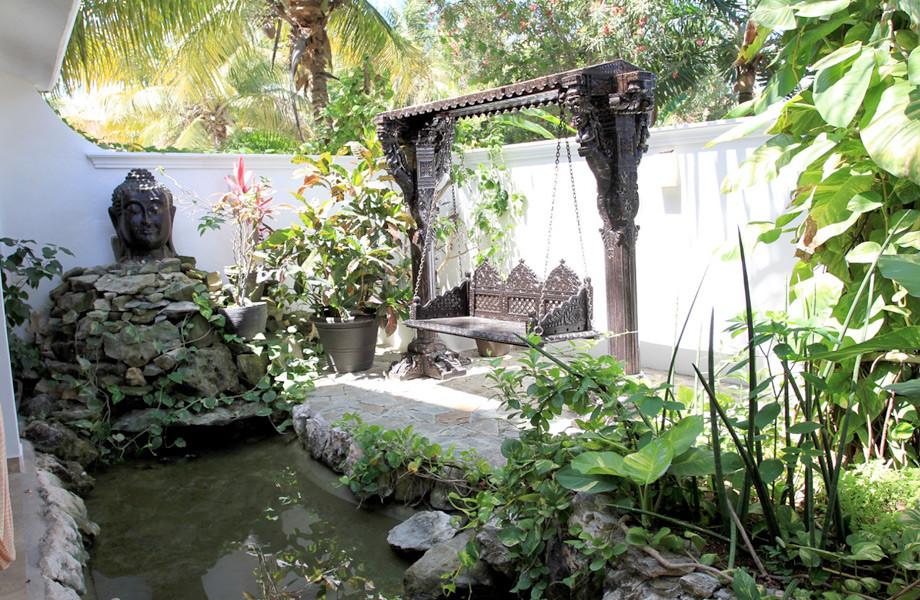 casa om garden.jpg
