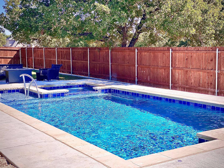 ParadisePool Backyard Rectangle Pool and