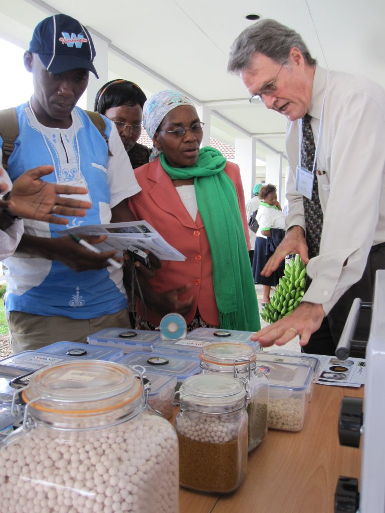 Kent Bradford provides instructions on Drying Beads in Kenya