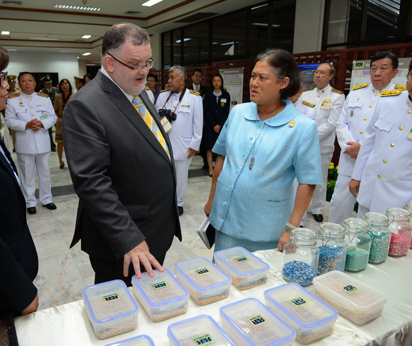 Queen of Thailand learns about the Drying Beads