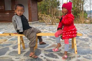 2 enfants sur un banc.jpg