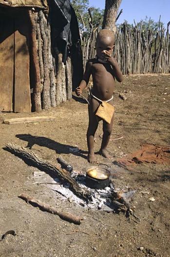 enfant au feu debout copie.jpg