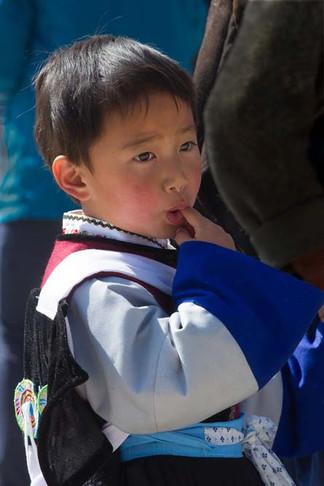 Enfant sussant son doigt.jpg