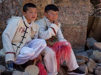 2 enfants en costume.jpg