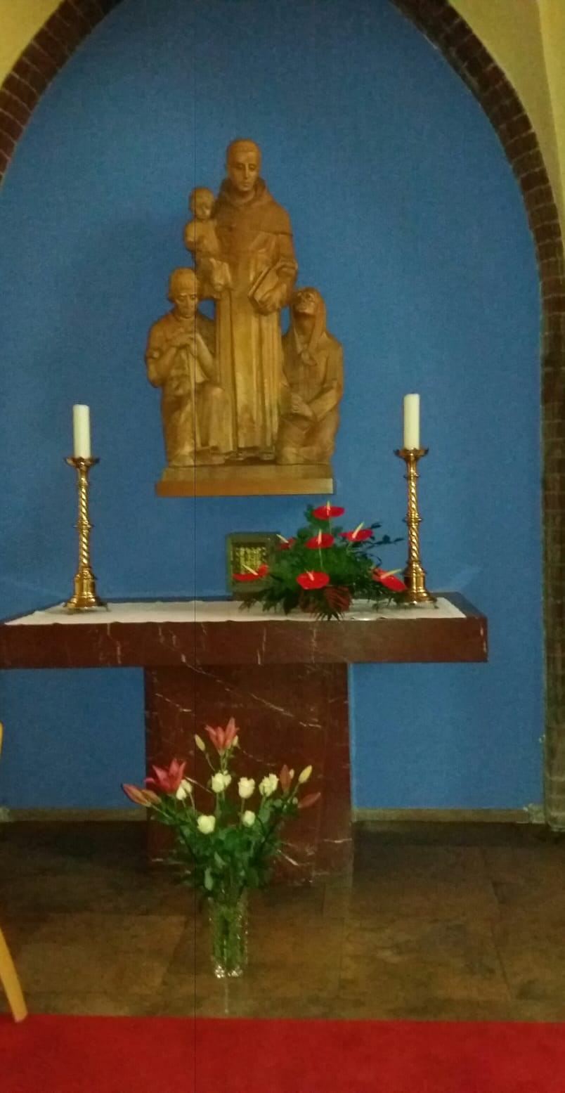 Seitenaltar mit dem Heiligen Antonius von Padua
