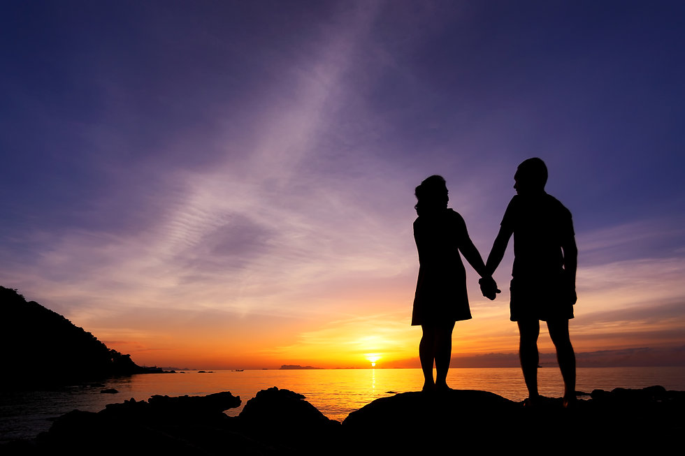 silhouette-couple-hold-one-s-hands-beach