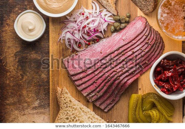 sliced-deli-pastrami-on-wooden-600w-1643