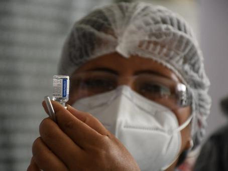 Vacunación Desde Los 18 años. En Tres Departamentos Del Pais Ante El Miedo Del Contagio DE Covid-19