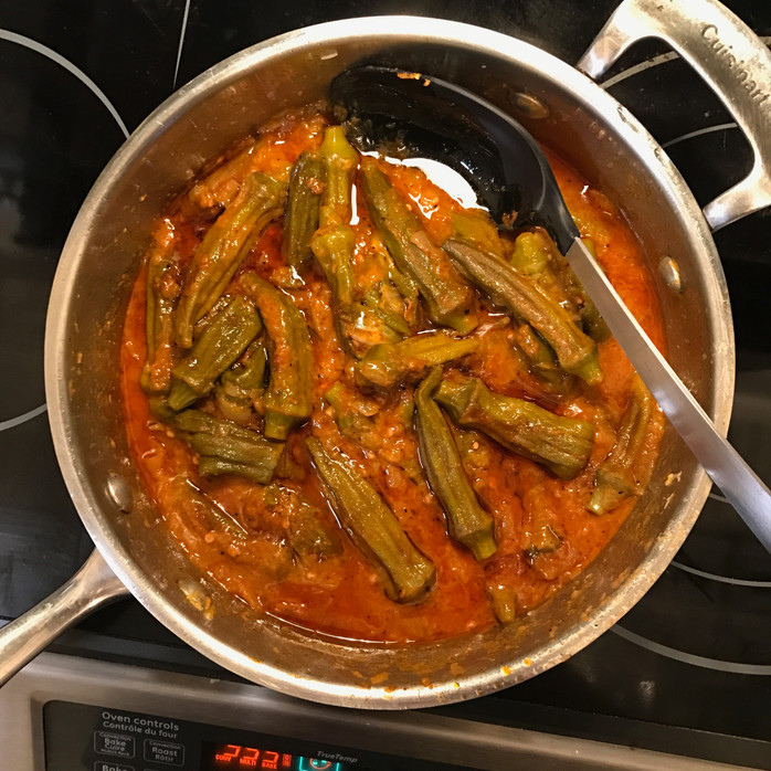 Braised Okra in Garlic-Tomato Sauce