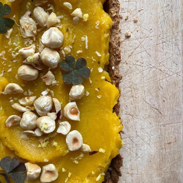 Pumpkin quiche with hazelnut tempeh
