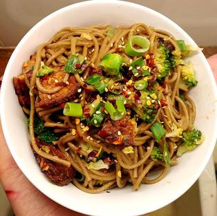 Peanut noodles with sriracha marinated tempeh