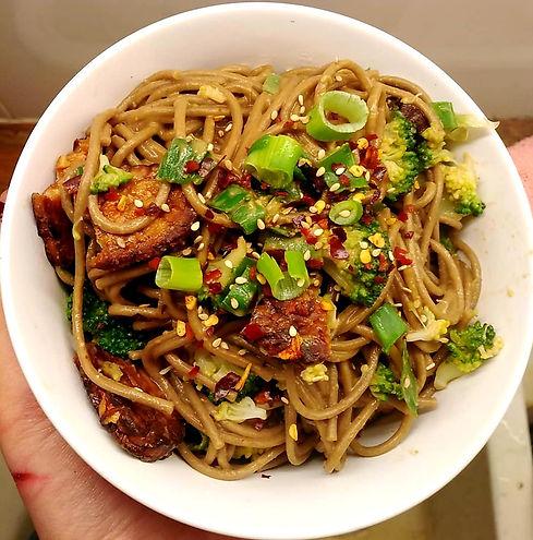 Peanut noodles with sriracha marinated t