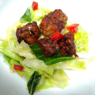 Pointed cabbage stir fry tempeh