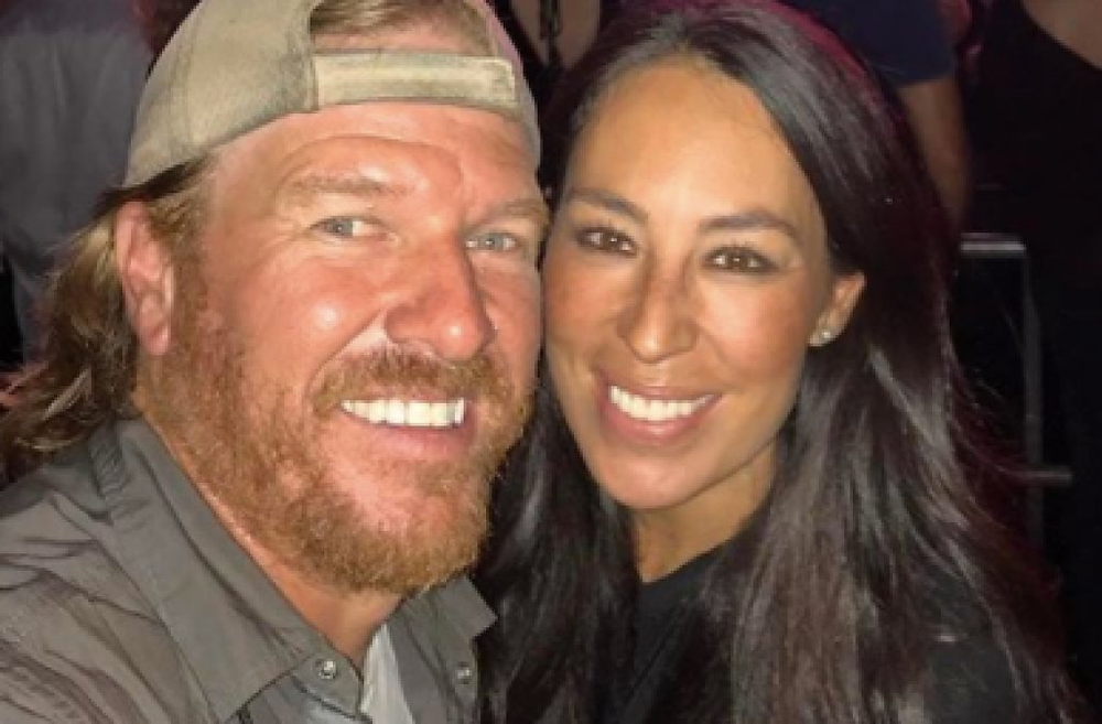 """Fixer Upper"" stars sell T-shirts for Hurricane Harvey Texas victims 