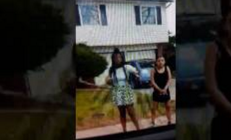Teen girls bring adult to fight mother of the girl they were bullying