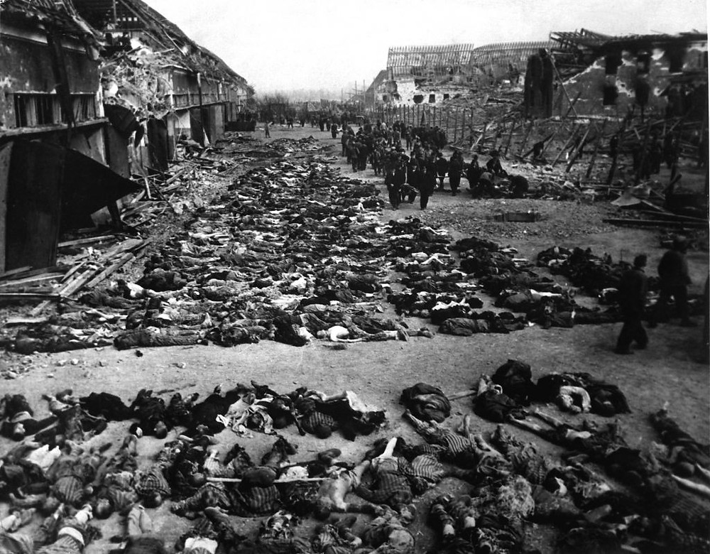 English: Rows of bodies fill the yard of Lager Nordhausen, a Gestapo concentration camp