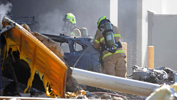 Plane with 5 passengers crashes into Australian Mall | World News