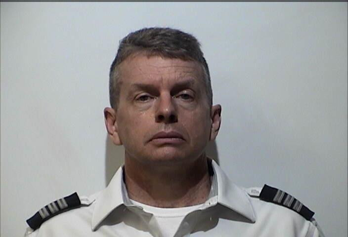 Pilot in Kentucky arrested on triple murder charges