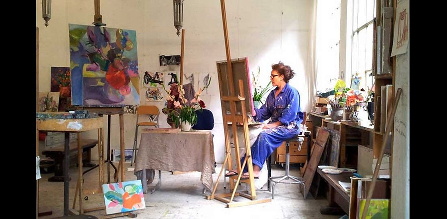 Clare van Stolk, painter, sculptor in Amsterdam, Bergen, Netherlands. Making flowerpaintings.