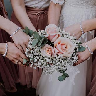 #itsallaboutthebride #bridesmaids #weddi
