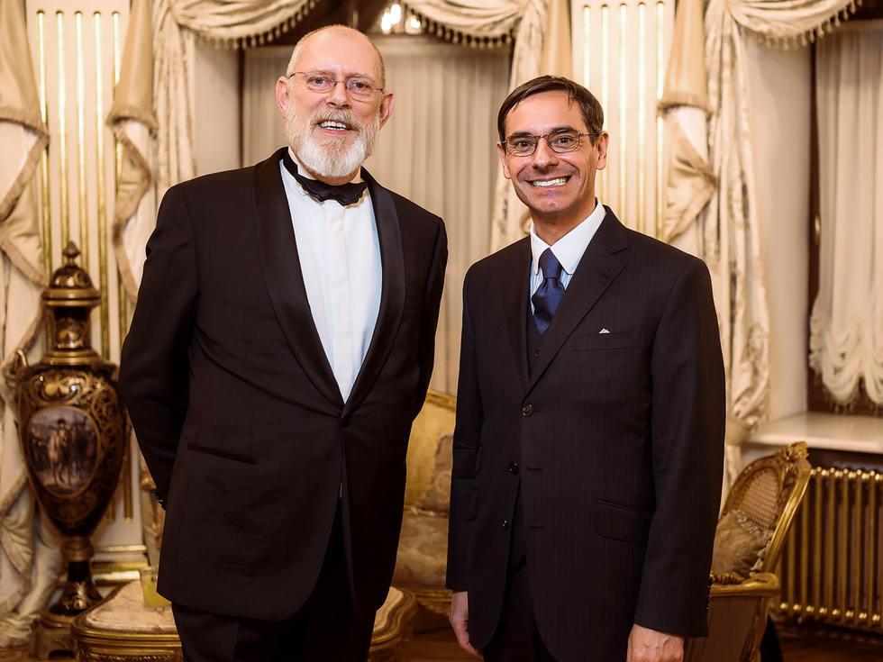 Дональд Потард и консул Франции