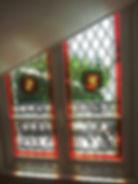 Vitrail losanges médaillon peinture sur verre lion et griffon verre gravé