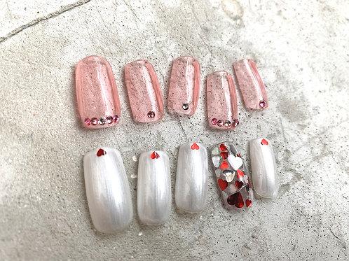 クリアピンクとハートのアシンメトリーネイルチップ ハンド用ネイルチップ ハート ピンクとパールホワイト
