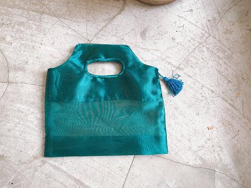 エメラルドグリーンのオーガンジーバッグ タッセル付き シースルーバッグ