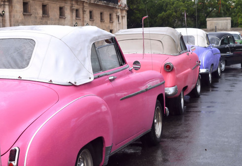 Cuban Cars Waiting 51146.jpg