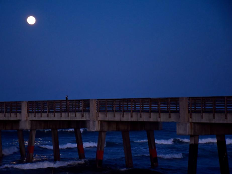Full Moon Over Pier 12190.jpg