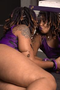 Jaiye Empress - Kissing Self in Mirror (Photo captured by Ashleen Senexant of Scope Media)