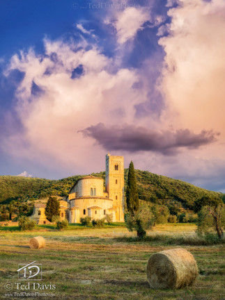 Sant Antimo Tuscany.jpg