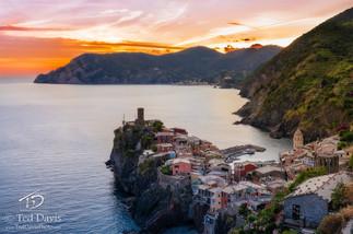 Vernazza Cinque Terre Italy.jpg