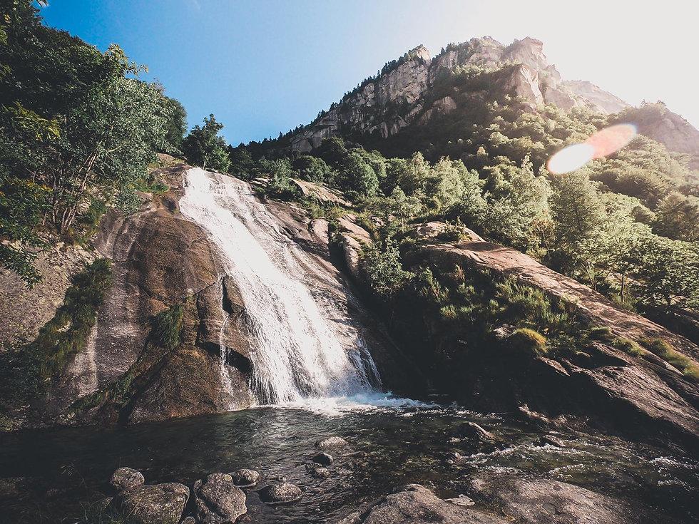 Canyoning Grenoble avec In Canyon We Trust, moniteur indépendant autour de Grenoble, Lyon, Valence et Chambéry. Venez vous rafraîchir dans les massifs du Vercors et de la Chartreuse.