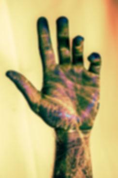 18_05_8378_FREDRX_HANDS_UV_A.jpg
