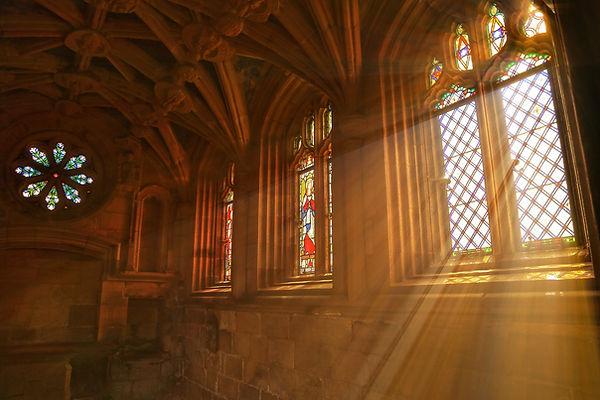 教会での窓の光