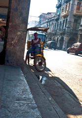 """Cuba,""""esperando ride"""" en Simon Bolivar"""
