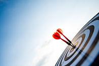 shot-red-darts-arrows-target-center-busi