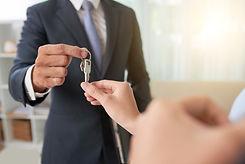 broker-giving-keys (Büyük).jpg