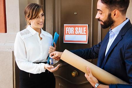 real-estate-agent-business-woman (Özel).