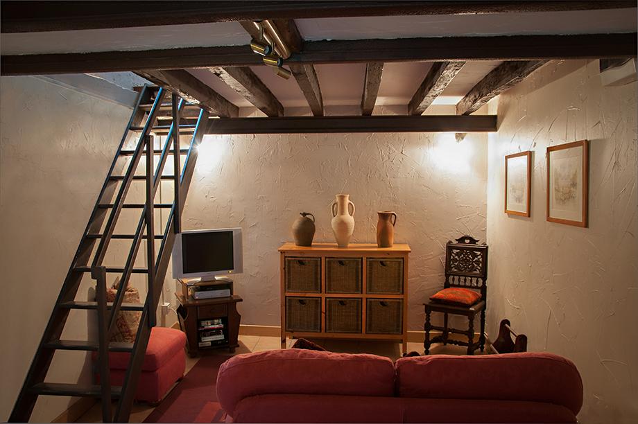 Winestore-Lounge.jpg