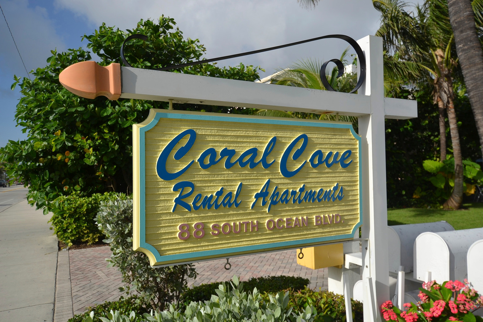 Coral Cove sign.jpg