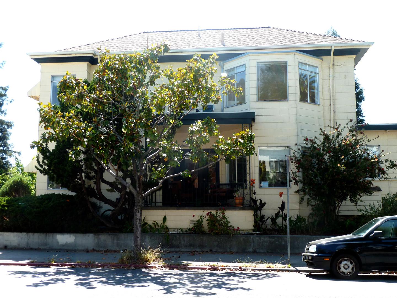 Vine Street Villas Outside.JPG.jpg