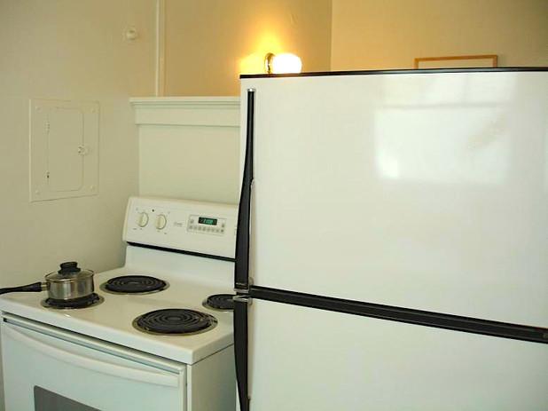 apartment1kitchen.JPG
