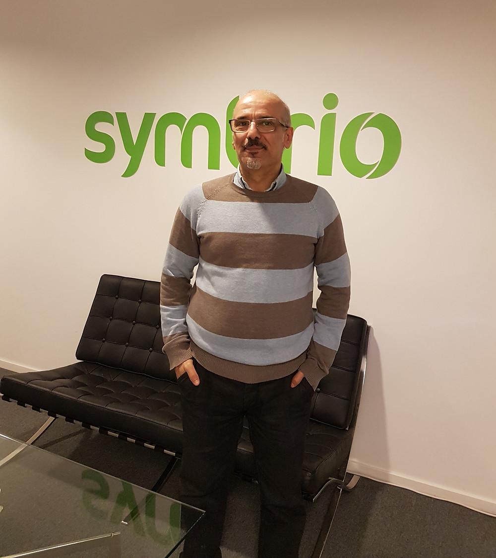 Testaren Jalil har konsultat två år på Symbrio.